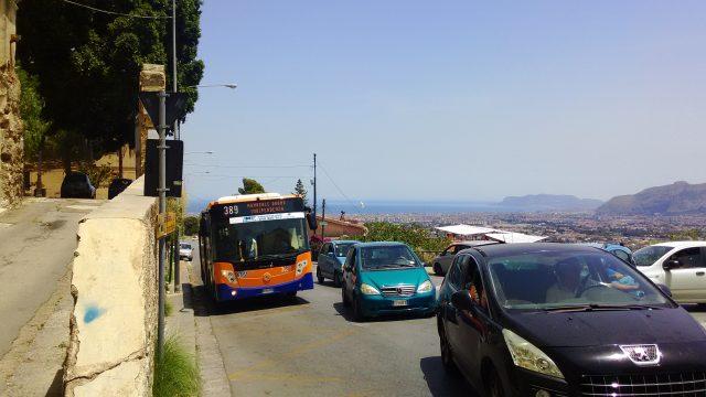 モンレアーレ大聖堂から至近のバス停Fontana Del Drago-Palermoの写真