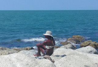 パタヤビーチの北コーラルビーチと女性