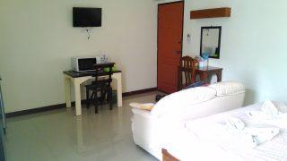 部屋の写真、ベッド、ソファ