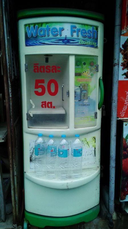 1Lにつき0.5Bの飲料水販売機