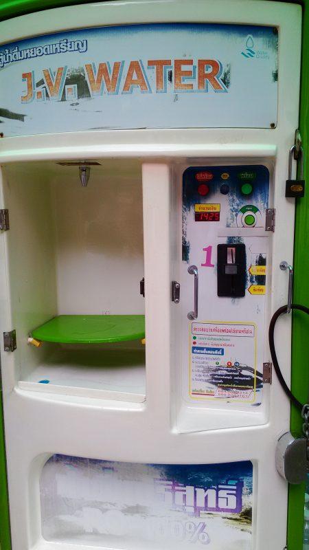 タイにある飲料水の自動販売機