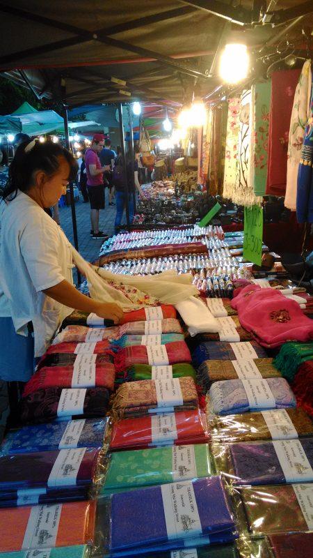 布を売る店