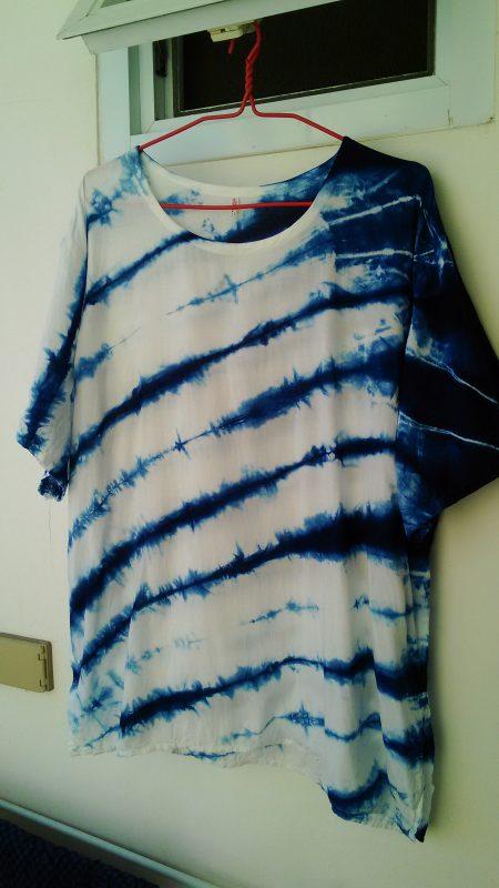 紺染めのTシャツ