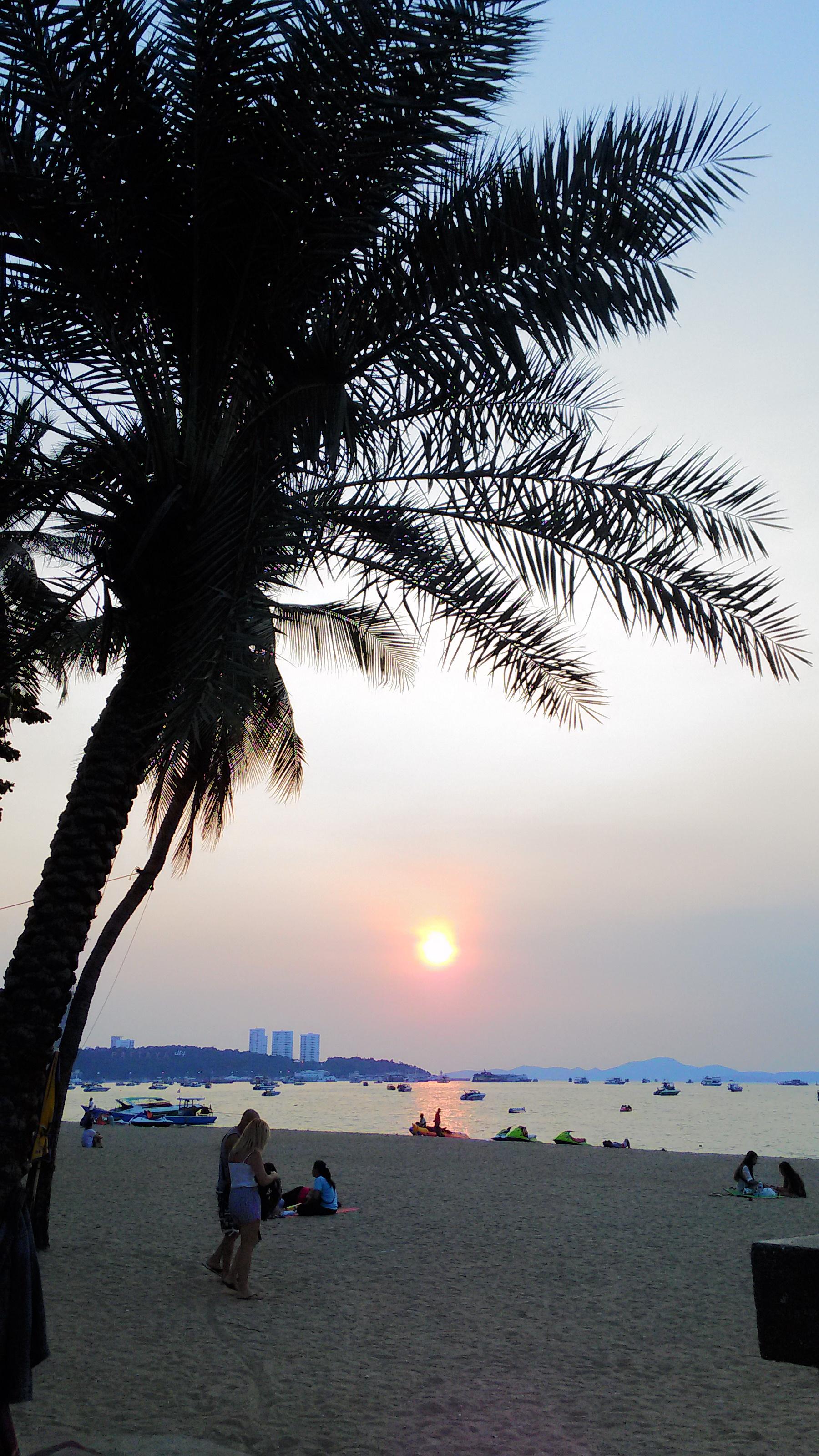パタヤビーチの夕日