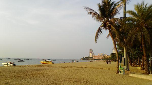 広くなったパタヤビーチ