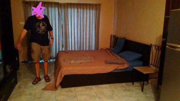 物件1のベッドルーム