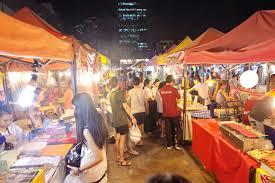チェンマイの観光名所、サタデーナイトマーケットで安く楽しく酒を飲む方法
