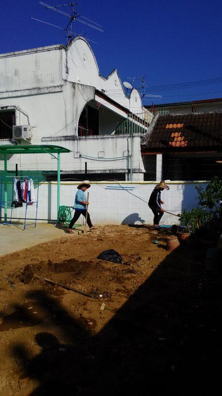 庭造りの作業人