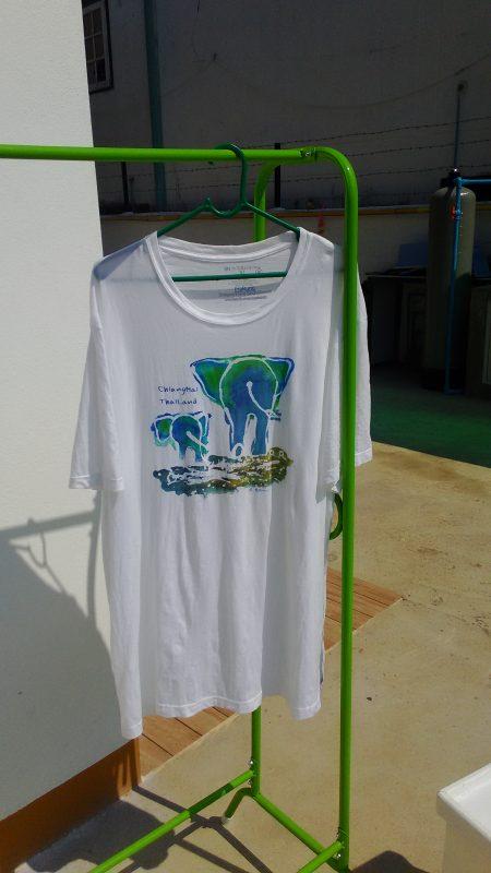 干したTシャツ拡大