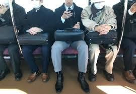 日本人はなぜ年寄りや女性に席を譲らないか