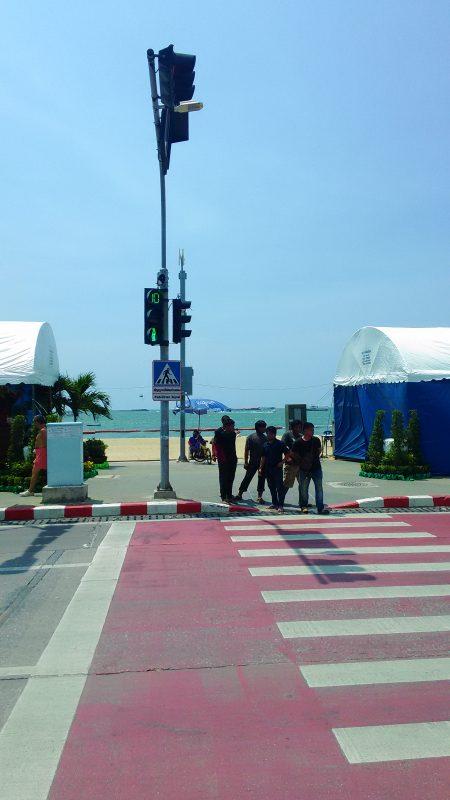 パタヤビーチの歩行者用信号