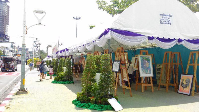 パタヤビーチ沿いの物産展