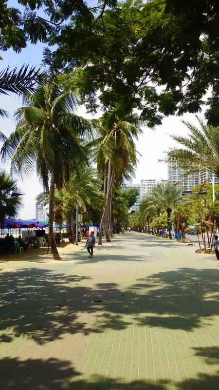 パタヤビーチの歩道