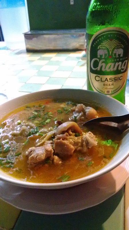 タイの辛い料理とチャンビール