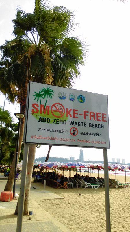 パタヤビーチの禁煙看板
