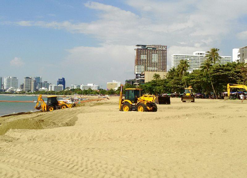 パタヤビーチ砂流出の修復工事