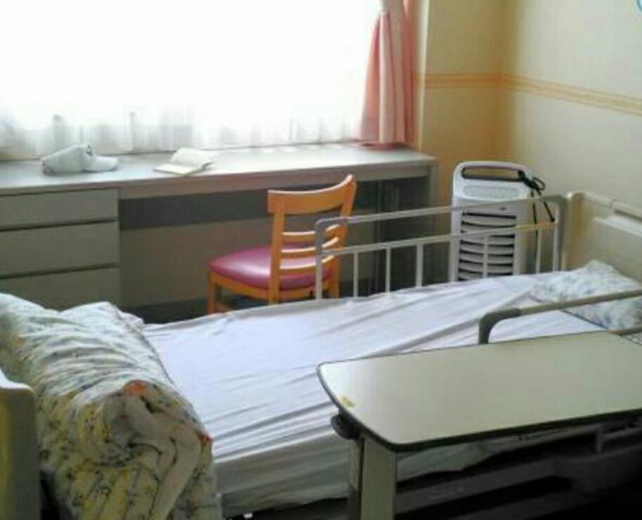 病院のベッド大