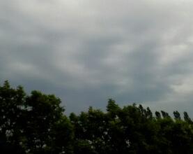 暗雲垂れ込む空【カブとタイ】www.kabutotai.net
