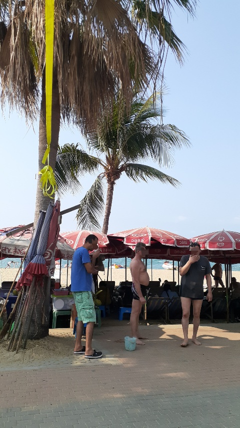 パタヤビーチはタバコ天国kabutotai.net