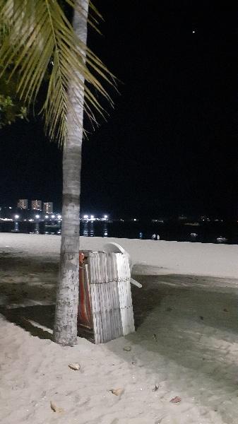 緊急命令発令前の夜のパタヤビーチ:kabutotai.net