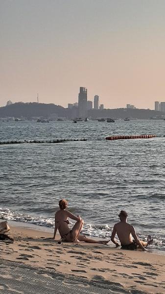 日曜日のパタヤビーチ:kabutotai.net