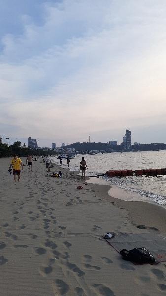 人が集まるパタヤビーチ:kabutotai.net